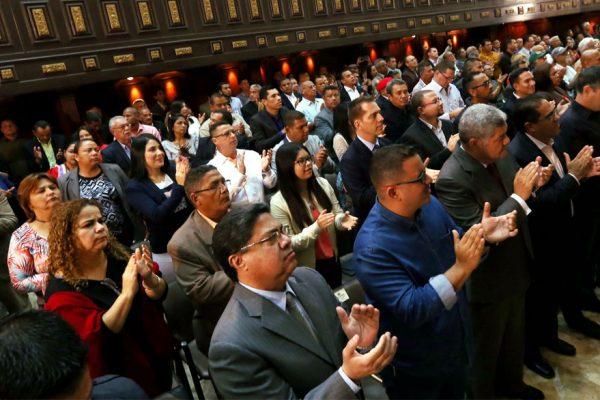 Constituyente levanta inmunidad a siete diputados por apoyar alzamiento militar