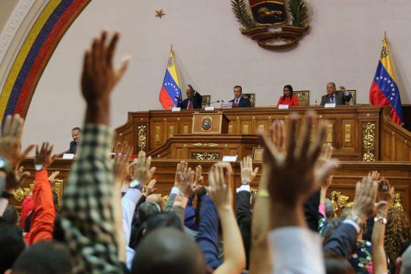Maduro pide a la ANC reformar ley de ilícitos cambiarios