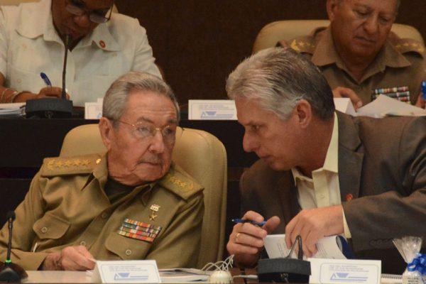 Miguel Díaz-Canel se alista para reemplazar a Raúl Castro