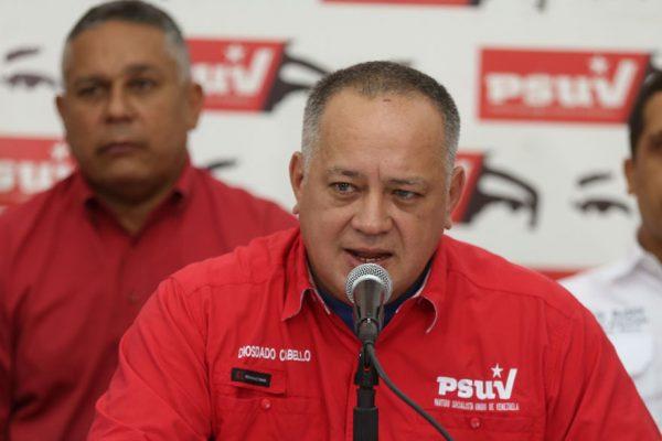 Cabello pide prohibir operaciones con dólares y forzar el uso del bolívar o el trueque