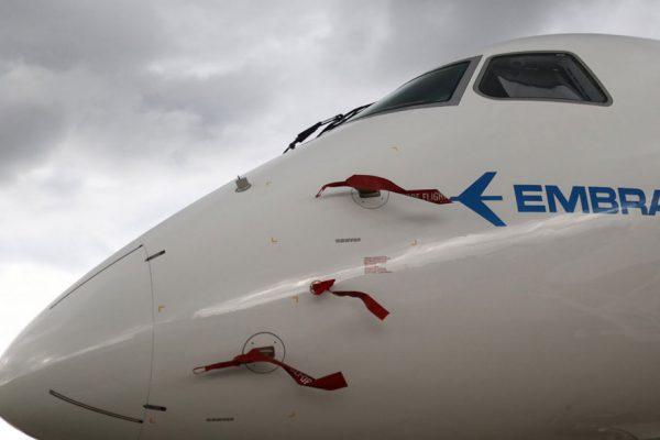 Bolsonaro da luz verde a fusión entre Boeing y Embraer