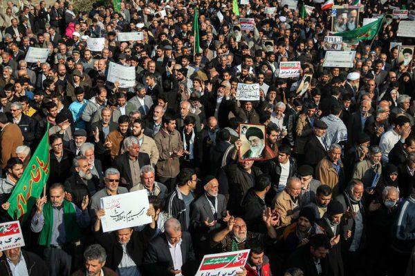 Restringido en Irán acceso a redes sociales desde móviles