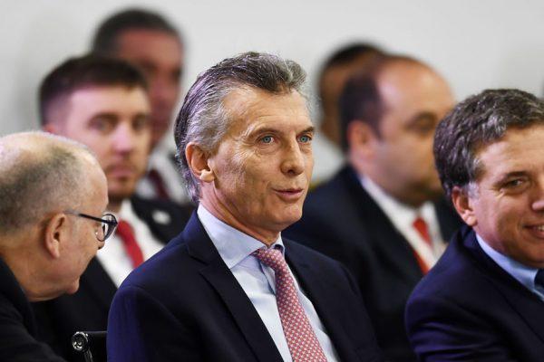 Macri firma decreto que otorga bono a trabajadores privados