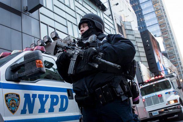 Ataque con bomba artesanal en Nueva York deja tres heridos leves