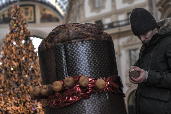 Milán celebra la Navidad con el 'panettone' más grande del mundo