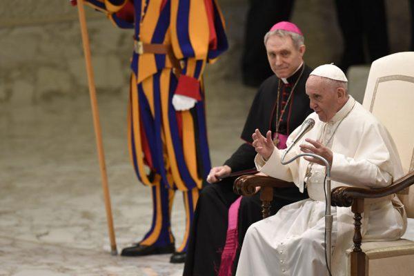 Papa asegura que «traidores» impiden sus reformas en el Vaticano