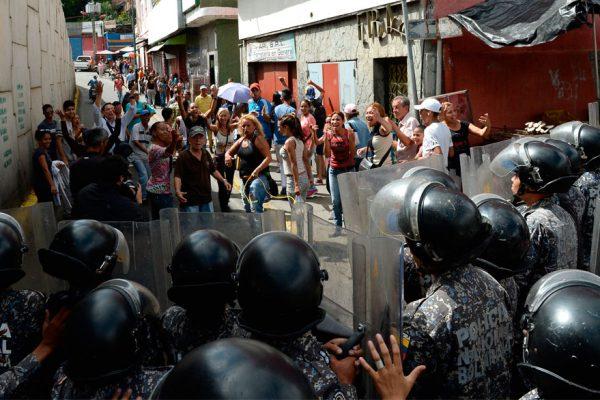 Continúan las protestas por falta de comida, gas y agua