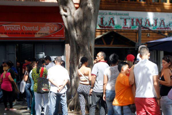 Gobierno obliga a tiendas de ropa y calzado a vender «a pérdida»