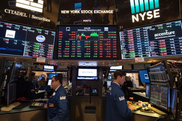 Wall Street revive y logra su mejor cierre en 9 años