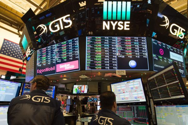 Wall Street contempla con cautela ganancias en 2018