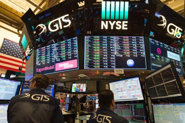 Wall Street abre al alza y el Dow Jones sube un 0,60% con foco en estímulo