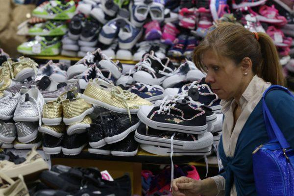 Gobierno distribuirá en las misiones 10 millones de pares de zapatos de producción local