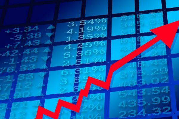 Nasdaq impone vigésimo séptimo récord de 2020 y Wall Street cierra en alza