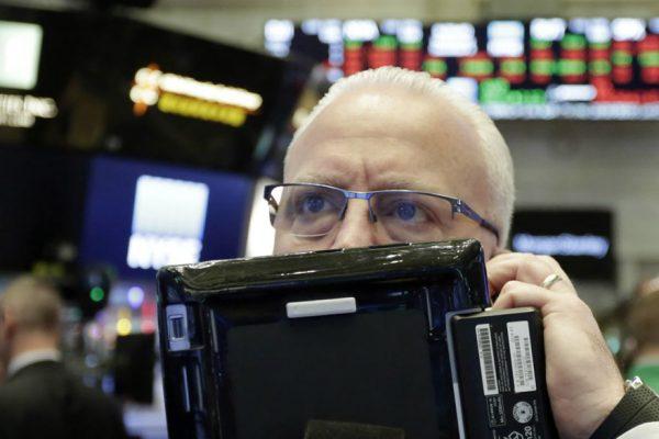 Deuda soberana denominada en dólares retrocede 0.18 puntos este lunes