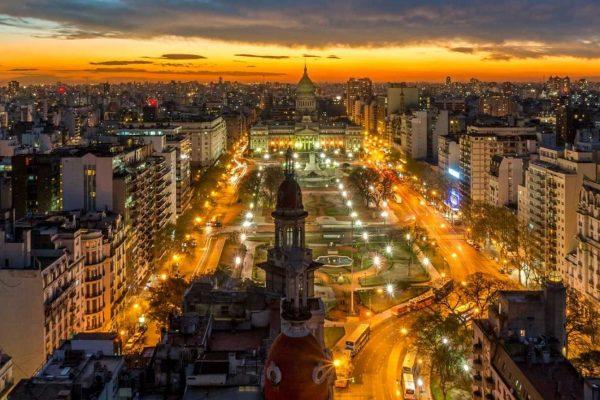 Argentina: ventas al detal cayeron 57,6% interanual en abril