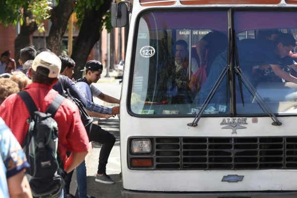 Incluyen a 168 transportistas de Guatire en el sistema digital de pago