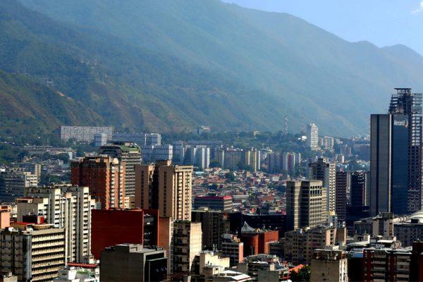 Electricidad en Venezuela se restablece progresivamente tras apagón
