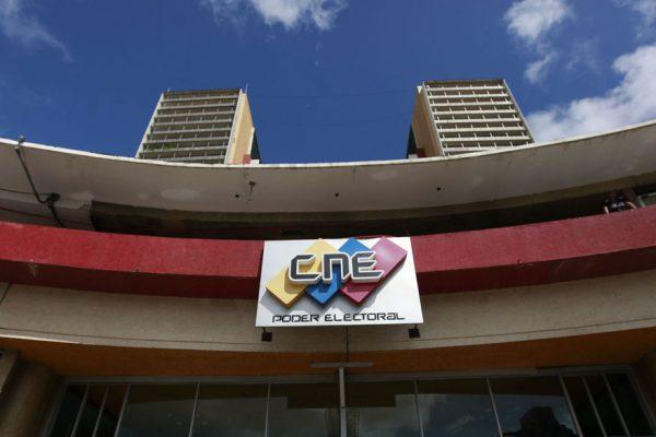 Alfombra roja a la oposición: CNE prorrogó otra vez hasta este #4Sep inscripción de candidatos