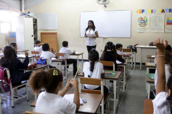 #25Oct: Maduro convoca a más de 8.700.000 estudiantes a clases presenciales