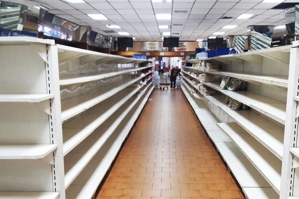 Gobierno se reúne con supermercados para evaluar abastecimiento