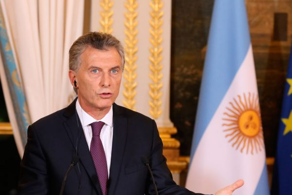 S&P reclasifica la deuda argentina y la coloca en «default selectivo»
