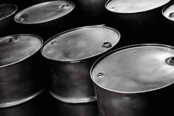 Fuerte acumulación de reservas en EEUU vuelve a bajar precios petroleros