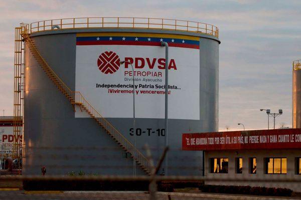 Petrolera Chevron evalúa irse de Venezuela, según WSJ