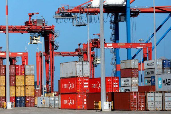 Déficit del comercio exterior de EEUU se redujo por primera vez desde febrero