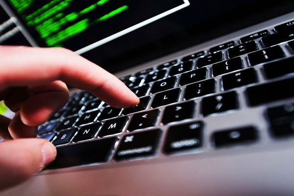 China ordena eliminar computadoras y software extranjero de los organismos estatales