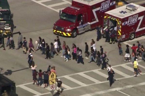 Tiroteo en escuela de Florida deja al menos 14 muertos