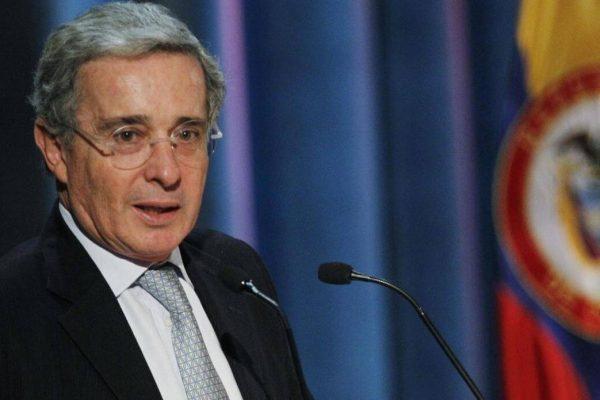 Expresidente Uribe desiste de renunciar a Senado en Colombia