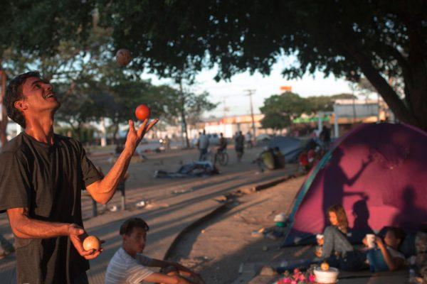 Brasil construye albergues para migrantes venezolanos