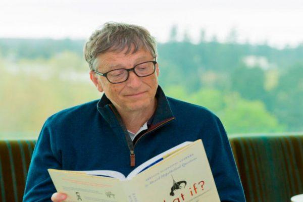 Bill Gates presenta novedosa poceta que funciona sin agua