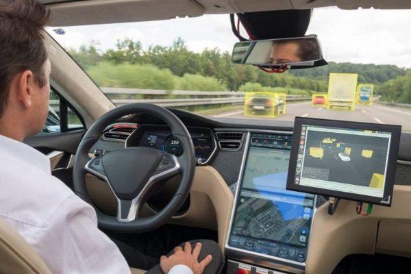 Daimler y Bosch probarán pronto autos de conducción automatizada