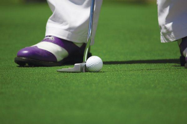16 personas aseguran haber trabajado sin papeles para club de golf de Trump