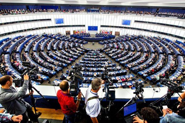 Parlamento Europeo aprobó ampliar sanciones a Maduro