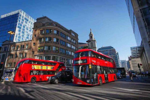 PIB británico registra su mayor caída en 40 años al descender 2,2% en primer trimestre