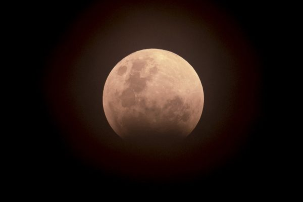 Eclipse total de Luna en la noche del domingo al lunes