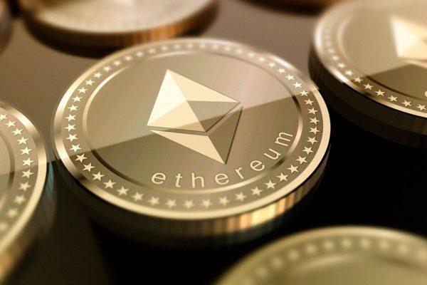 Criptomoneda Ethereum cotiza por encima de US$900 por primera vez desde 2018