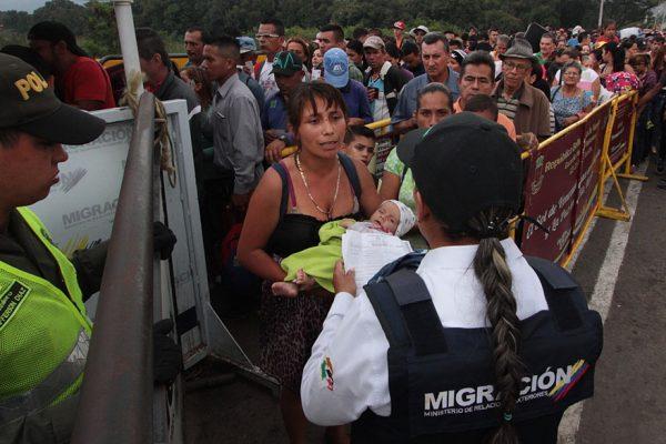 Éxodo de venezolanos hacia Colombia desafía controles reforzados