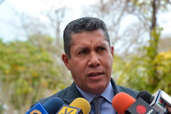 Henri Falcón cede su candidatura en las parlamentarias para regresar a la Gobernación de Lara
