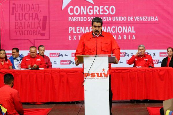 Maduro inscribió su candidatura sin oponentes de peso