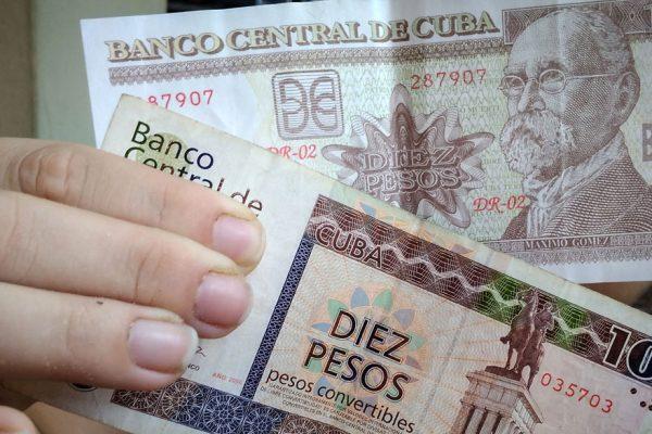 Cuba elimina el impuesto del 10% al dólar en medio de grave crisis económica