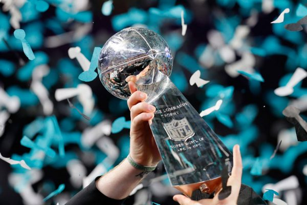 Filadelfia Eagles gana el Super Bowl al destronar a los Patriots