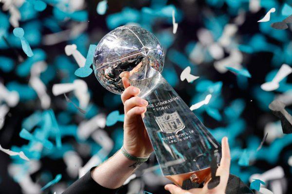 Filadelfia Eagles gana el Super Bowl al destronar a los Patriots