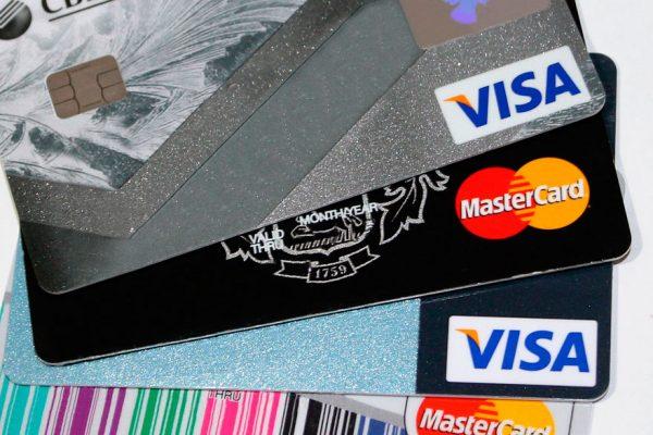 Banca debe dejar de operar con Visa y Mastercard antes de enero de 2020
