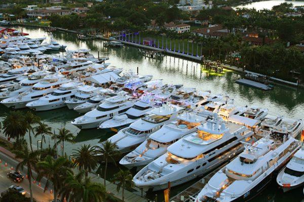 Miami concentra todo el lujo de los yates con drones sumergibles y flyboard