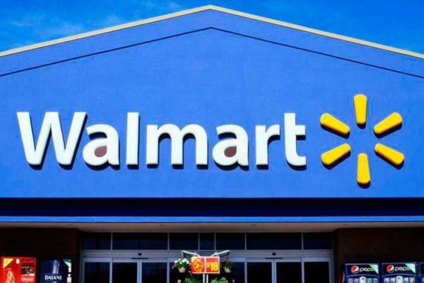 Walmart registra alza más fuerte de sus ventas en una década