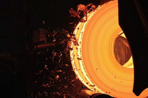 Siderúrgica ArcelorMittal registra segunda pérdida trimestral y ve un panorama peor en Europa