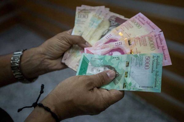 Guerra: Hiperinflación y política del BCV agudizan crisis del efectivo